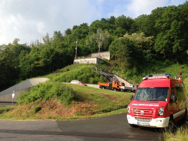 Die Sperrung des Saukopftunnels war für die Feuerwehren Weinheim und Birkenau eine Gelegenheit, die Sicherheitsvorkehrungen für den Notfall zu testen. Foto: Mirko Schöbel