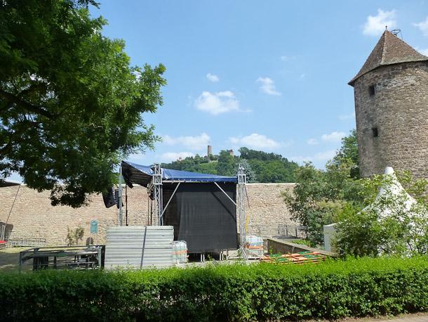 Die Bühne steht. Heute startet das Theater am Teich bei freiem Eintritt. Foto: Stadt Weinheim